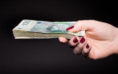 Zapłata za towar gotówką pozbawi prawa do ujęcia wydatków w kosztach