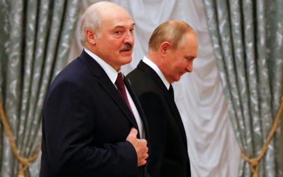 Putin da pieniądze Łukaszence, ale mniej