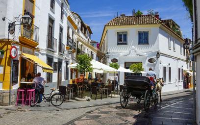 Jeden turysta w Hiszpanii, to jak dwóch w Grecji