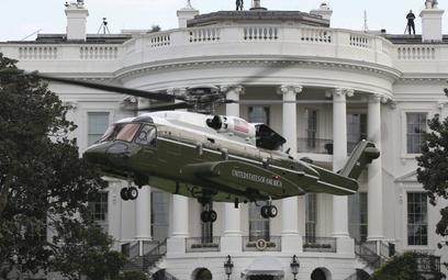 Jeden z przedseryjnych śmigłowców VH-92A na tle Białego Domu. Fot./USMC.