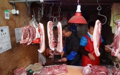 Sklep rzeźniczy na jednym z rynków osiedlowych w centrum Szanghaju