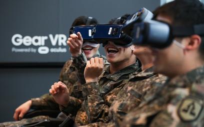 Żołnierze koreańscy testują urządzenia do wirtualnej rzeczywistości
