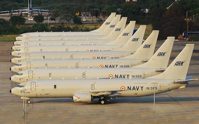 Osiem samolotów patrolowych Boeing P-8I Neptune Marynarki Wojennej Indii w macierzystej bazie Rajali