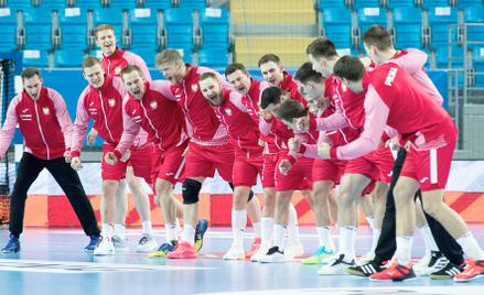 Reprezentacja Polski przed zwycięskim meczem eliminacji mistrzostw Europy z Turcją, 9 stycznia w Pło