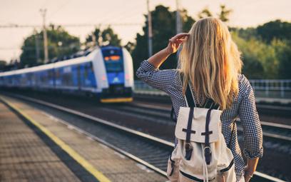 W pandemicznym 2020 roku statystyczny Polak wsiadał do pociągu średnio 5,5 razy. Rok wcześniej – bli