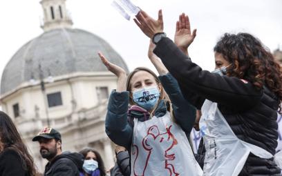 Protest przeciwników szczepień w Rzymie