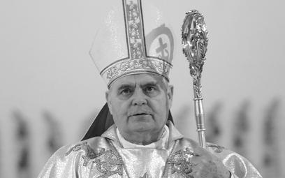 Bp Marian Duś podczas mszy świętej w warszawskim kościele Matki Boskiej Łaskawej, fot. z 2007 r.