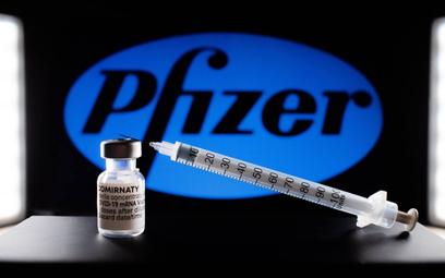 Koronawirus. FDA dopuszcza bezwarunkowo do użycia szczepionkę Pfizera