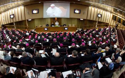 """Biskupi podczas otwarcia światowego """"Szczytu przeciw pedofilii wKościele Katolickim"""", luty 2019 r."""