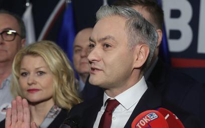 Biedroń: Paweł Kukiz dzisiaj siedzi po prawicy swego ojca Jarosława Kaczyńskiego