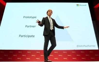 John Paul Farmer z Microsoftu mówił, że tak rządy, jak i prywatne firmy mogą wdrażać nowatorskie roz