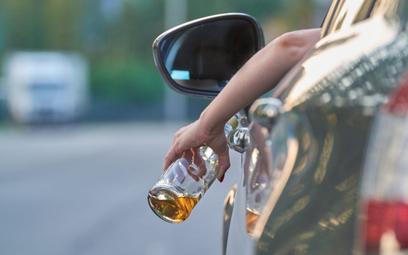 Pijani kierowcy dostają mocno po kieszeni. I tak jeżdżą