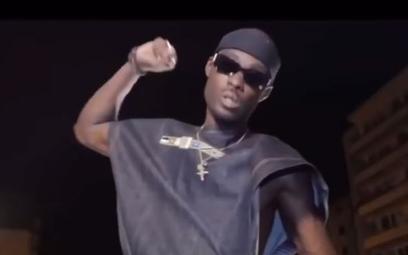 Francuski raper śpiewa: Powiesić białych