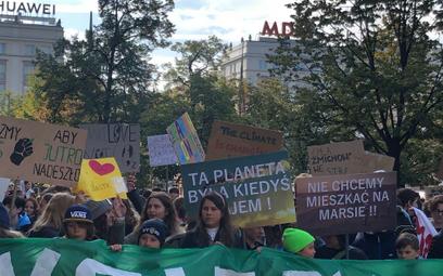 """Młodzieżowy Strajk Klimatyczny: """"Nie ma nic na martwej planecie"""". Protesty w całej Polsce"""
