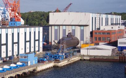 Niemiecki okręt podwodny typu 212 w stoczni Howaldtswerke-Deutsche Werft (HDW) w Kilonii. Fot./Wikim