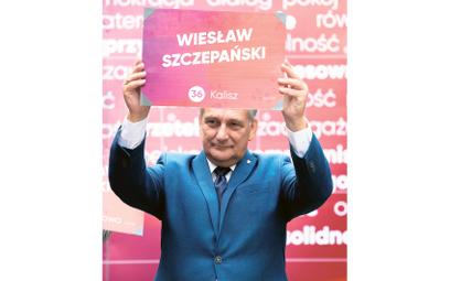 Wiesław Szczepański podczas prezentacji liderek iliderów list Lewicy wwyborach parlamentarnych. 18