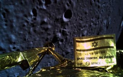 """""""Selfie"""" wykonane przez sondę na wysokości 22 km nad Księżycem"""