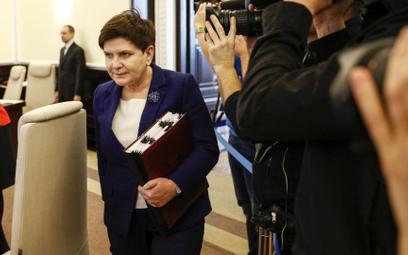 Blisko milion złotych wydano w 2017 r. na nagrody dla 17 osób z kancelarii premier Beaty Szydło