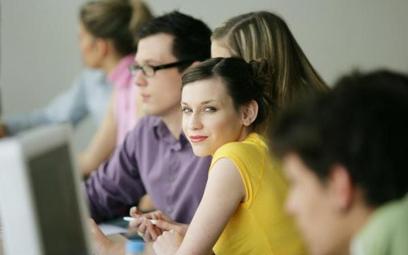 Co trzeci polski uczeń zawodówki i technikum rozważa emigrację zarobkowa.