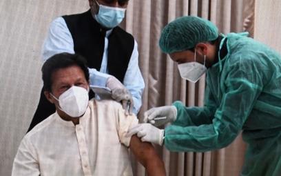 Imran Khan pierwszą dawką został zaszczepiony w czwartek