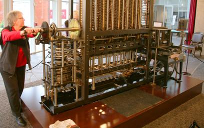Maszyna różnicowa Babbage'a(zbudowana wlatach 1989–1991 według jego rysunków)