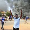 Uczestnicy demonstracji w Chartumie