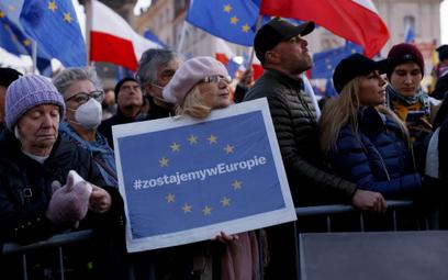 Sondaż: Coraz więcej Polaków uważa, że polexit jest realny
