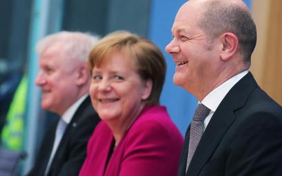 Od prawej: Olaf Scholz (SPD) – nowy minister finansów, Angela Merkel (CDU) – kanclerz niemieckiego r