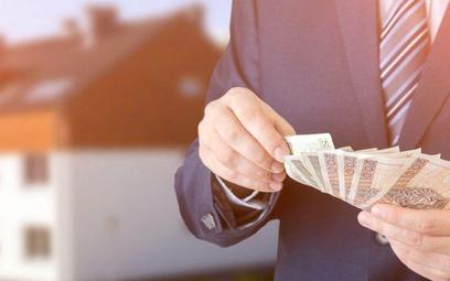 Właściciel lokalu pobiera od najemcy instytucjonalnego czynsz oraz opłaty za media