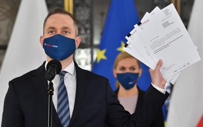 KO składa wnioski o wotum nieufności wobec Sasina, Dworczyka i Kamińskiego
