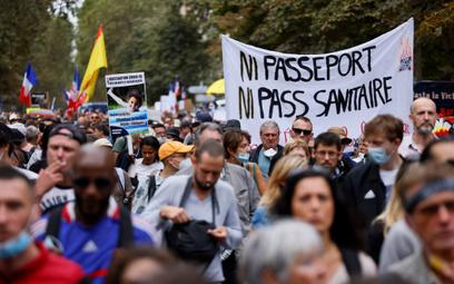 Paryż: wielkie protesty przeciw paszportom covidowym