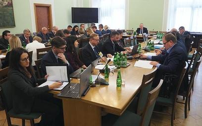 W posiedzeniu podkomisji wzięło udział tylko czterech z jedenastu posłów. Zainteresowanie strony spo