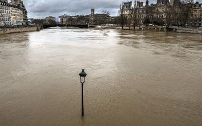 Powódź w południowo-wschodniej Francji. Alarm w okolicy Paryża