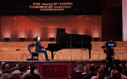 Pianista Mateusz Krzyżowski podczas Konkursu Chopinowskiego w sali koncertowej Filharmonii Narodowej