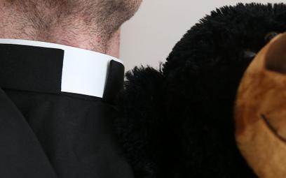 Krzyżak: Komisja ds. pedofilii pod ostrzałem