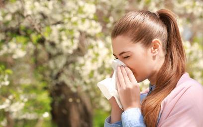 Naukowcy: Pyłki przyczyniają się do wzrostu liczby zakażeń koronawirusem