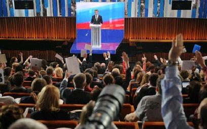 Chętnych do zadania pytania Dmitrijowi Miedwiediewowi było mnóstwo. Prezydent sam decydował, kto zab