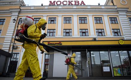 Dezynfekcja stacji kolejowej w Moskwie