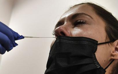 Pandemia wraca. Paryż zabroni spotkań powyżej 10 osób