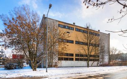 Dawna centrala telefoniczna Żubardź przy ul. Lutomierskiej 162 w Łodzi…