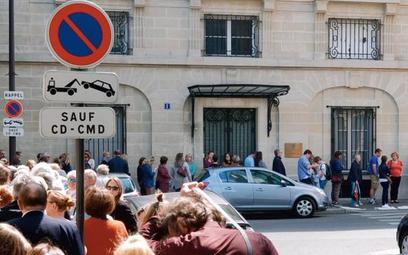 Kolejki pod konsulatami były już przy wyborach europejskich (na zdjęciu: ambasada RP w Paryżu). 28 c