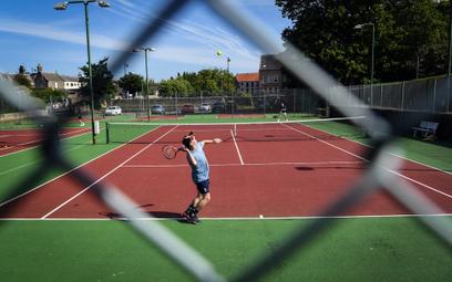 Tenis: Turnieje lokalne, czekanie globalne