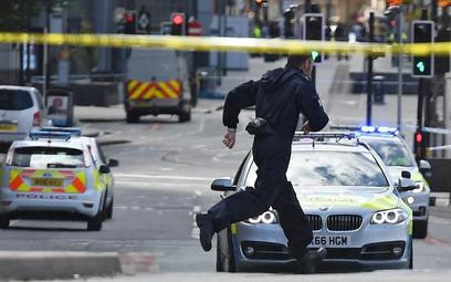 Pod Manchester Arena, kilkanaście godzin po zamachu