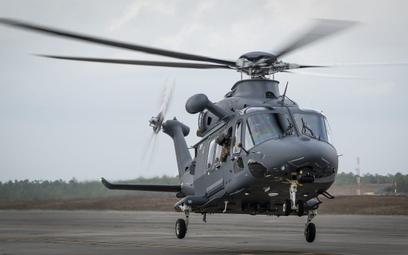 Śmigłowiec Boeing/Leonardo MH-139A Grey Wolf podczas pierwszego lotu w ramach cyklu prób wojskowych.