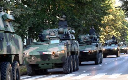 Żołnierze 12. Szczecińskiej Dywizji Zmechanizowanej podczas przemieszczenia
