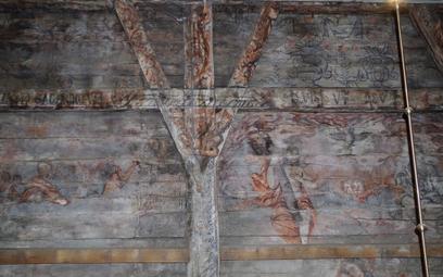 Freski na dębowych belkach sprzed 450 lat