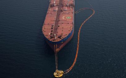 Pomimo sankcji Wenezuela szmugluje ropę do Chin i Indii