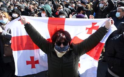 Zwolennicy opozycji manifestują w Tbilisi po aresztowaniu Melii