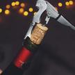 Korek może dużo powiedzieć o stanie wina, ale by sięo tym przekonać, najlepiej jest spróbować wina,