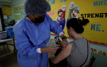 Koronawirus. Kiedy najlepiej podać drugą dawkę szczepionki Pfizer/BioNTech? Wyniki badań